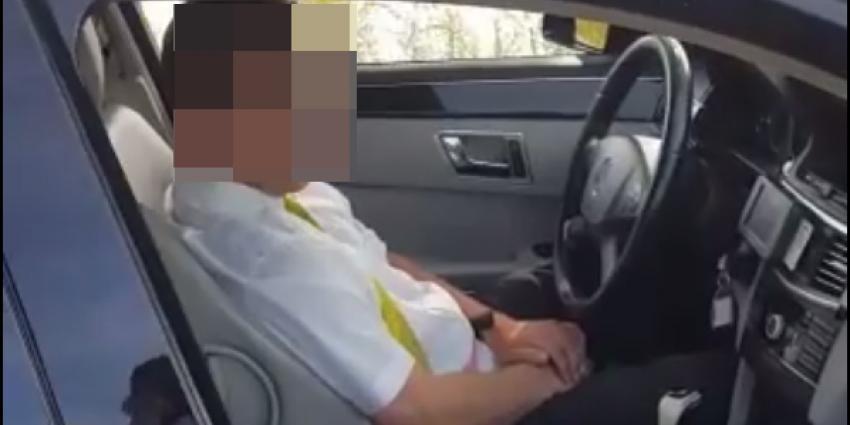 Filmpje 'aftrekkende' taxichauffeur roept grote verontwaardiging op