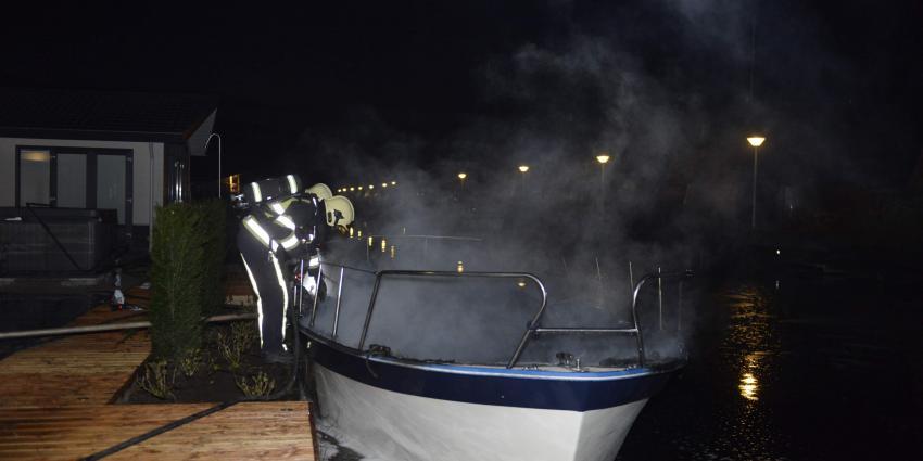 Foto van brand op plezierjacht