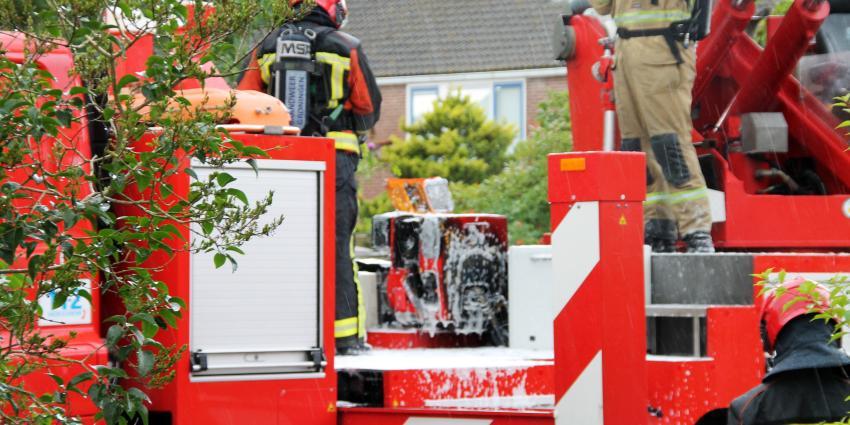 Hoogwerker brandweer Delfzijl vliegt in brand