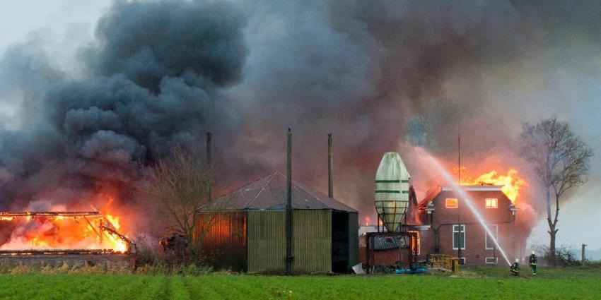 Brand in Oudeschip | Richard Degenhart Eemskrant.nl | www.eemskrant.nl