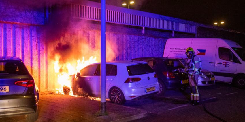Auto in vlammen opgegaan