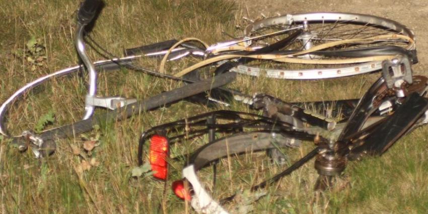 Foto van fiets onder trein | Hendriks Multimedia | www.hendriks-multimedia.nl