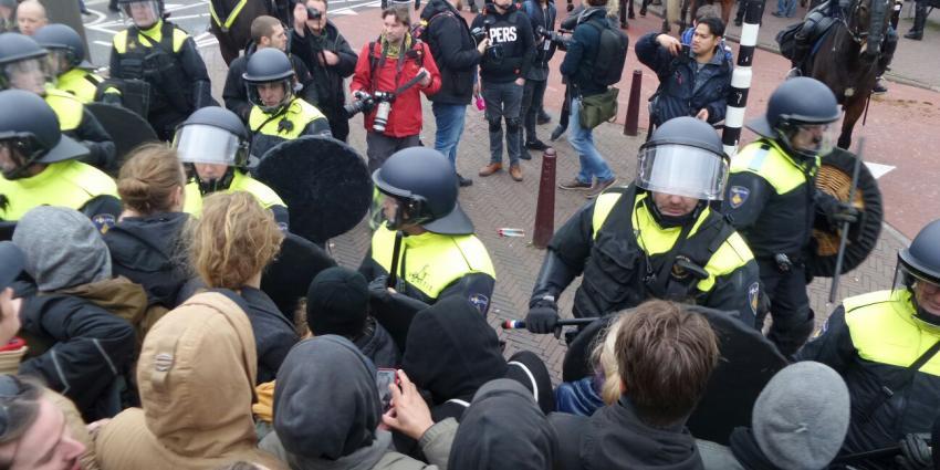 Grimmige sfeer bij demonstraties Amsterdam