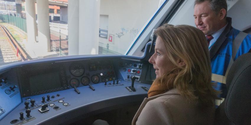 Testritten met waterstoftrein in Groningen
