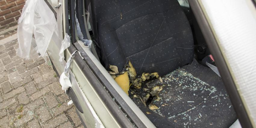Foto van vuurwerkontploffing in auto