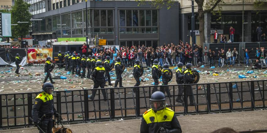 Honderd aanhoudingen tijdens rellen in Rotterdam