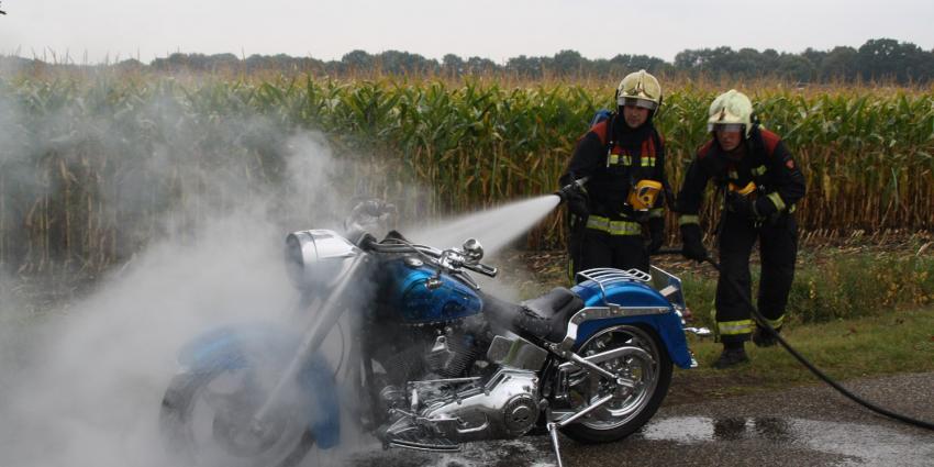 Harley Davidson vliegt in brand   Henk Brunink
