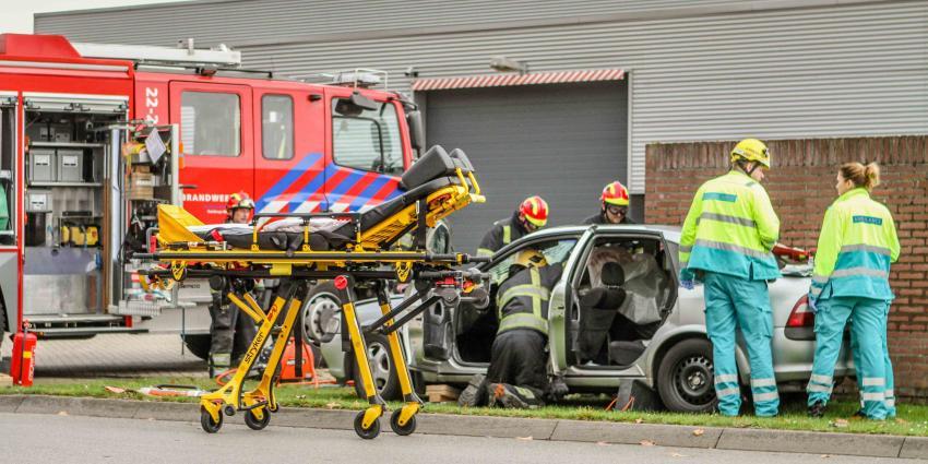 Auto vliegt uit de bocht in Geldrop