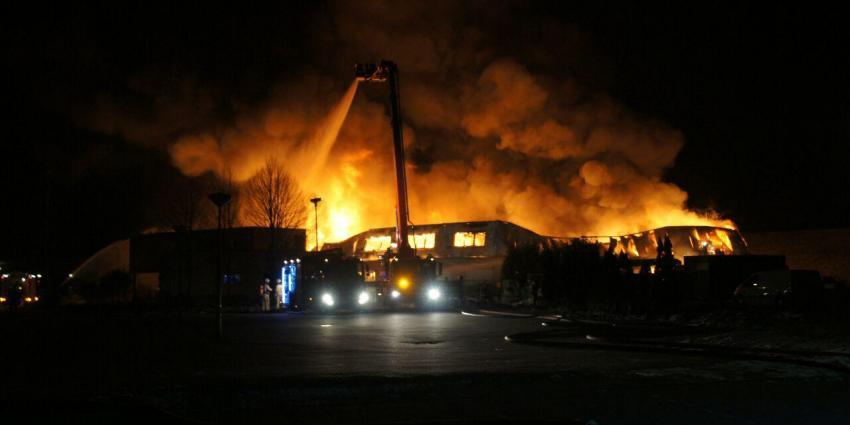 Grote brand in loods Beilen