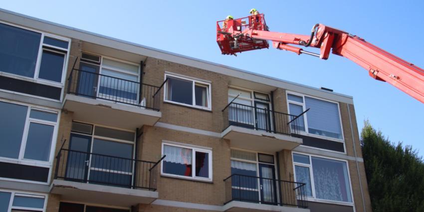 Brokstukken van balkons vallen naar beneden