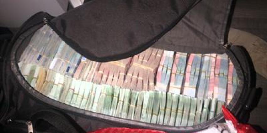 Foto van koffer vol met geld | Landelijk Parket