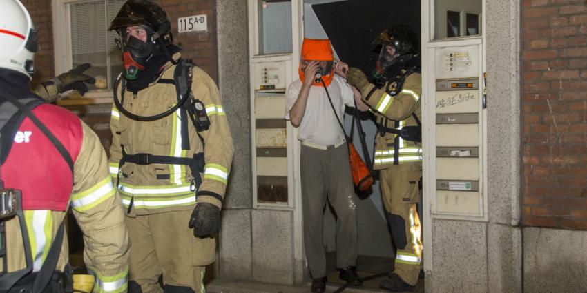 Bewoners uit flat gehaald tijdens brand