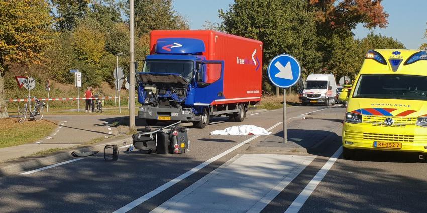 Vrouw (88) in scootmobiel omgekomen na aanrijding met vrachtauto