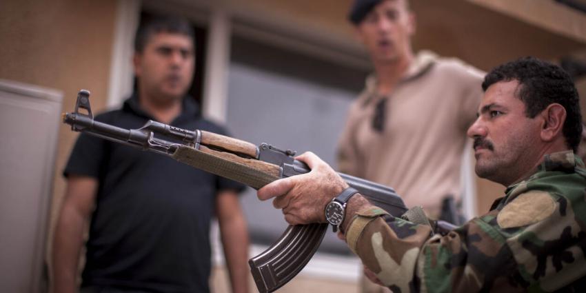 Foto van Nederlandse militair die training geeft