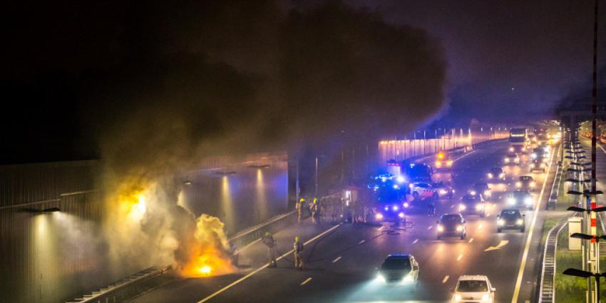 Auto uitgebrand op de A4