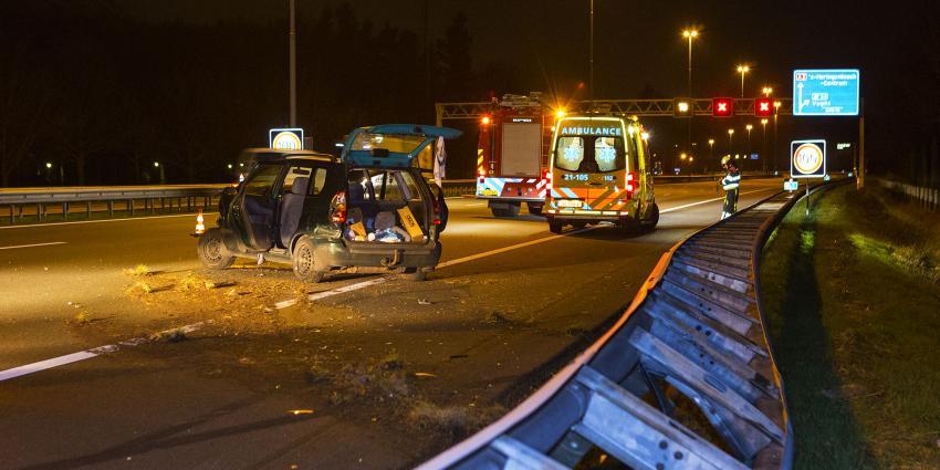 Automobilist raakte gewond na botsing met vangrail op snelweg A2 bij Vught