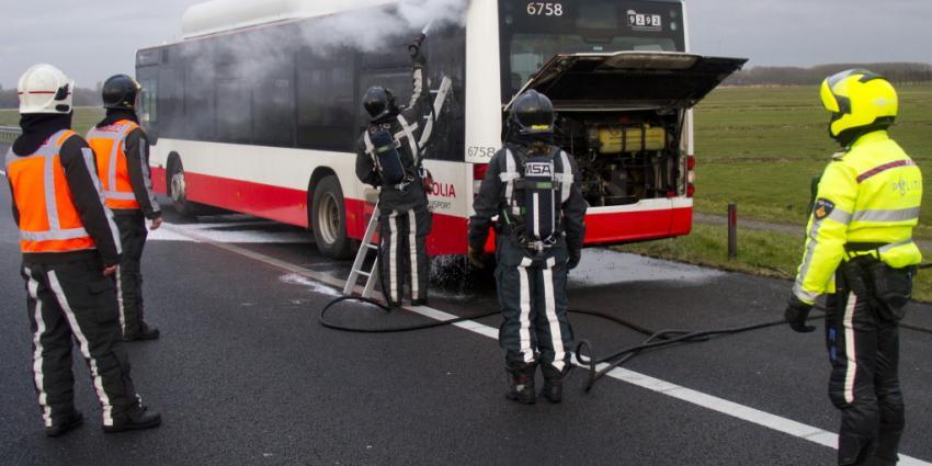 Foto van busbrand nabij Vlaardingen