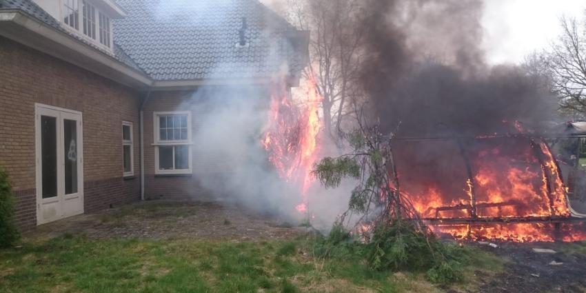 Brand achter voormalig gemeentehuis Paterswolde