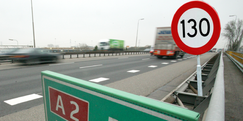 Minder hard rijden op snelwegen: Eerder thuis, minder doden en beter voor milieu