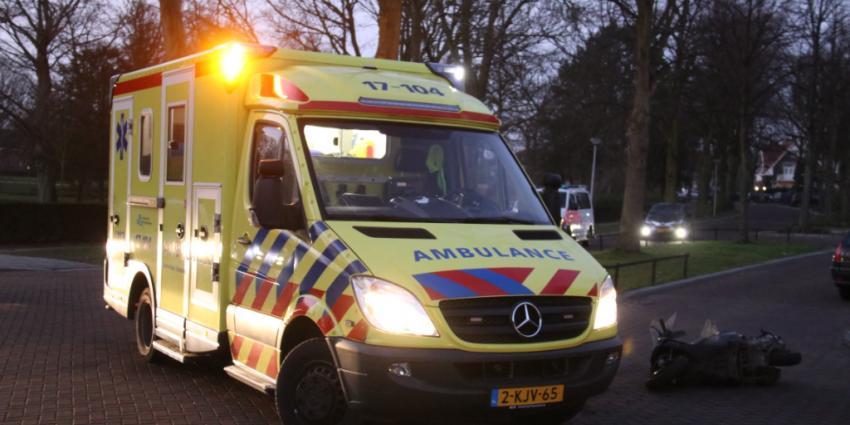 Scooterrijder gewond na aanrijding in Schiedam
