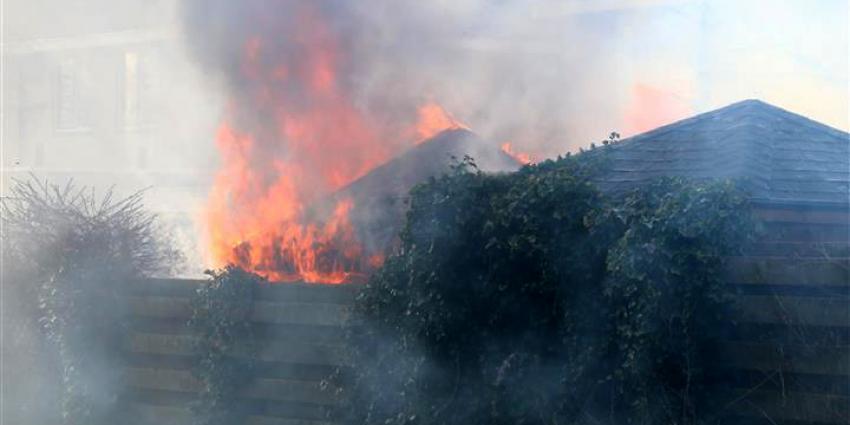 Foto van tuinhuisje in brand   Van Oost Media   www.vanoostmedia.nl