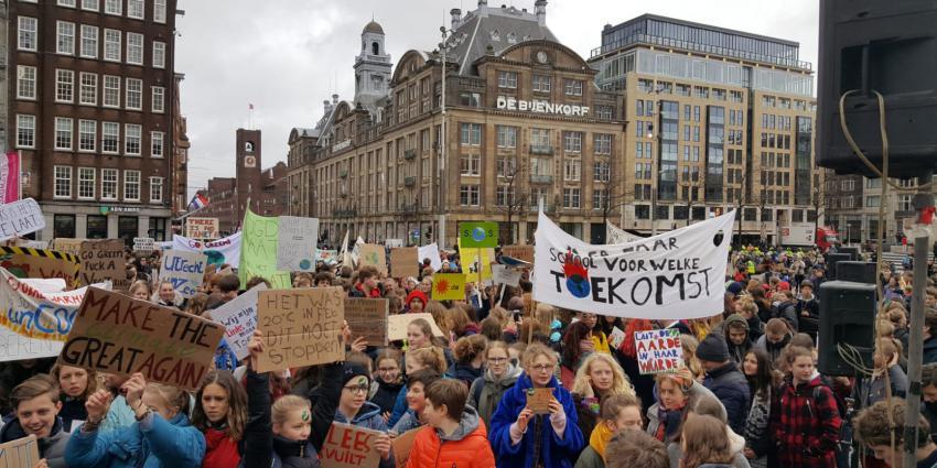 Klimaatspijbelaars verzameling zich op de Dam