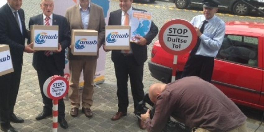 ANWB-voorman biedt petitie  tegen Duitse tol aan in Brussel