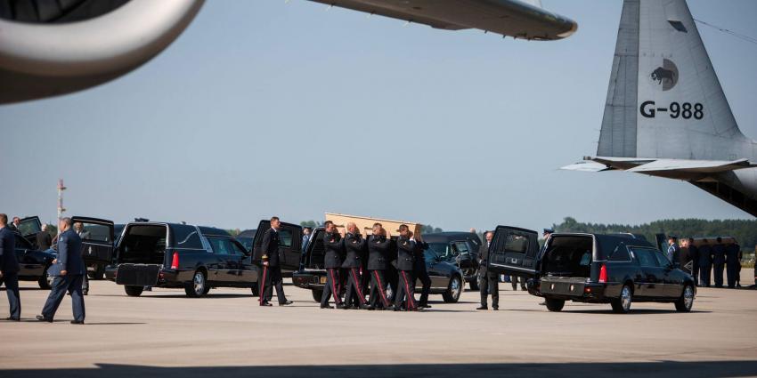 Kisten met slachtoffers rampvlucht MH17 vertrokken