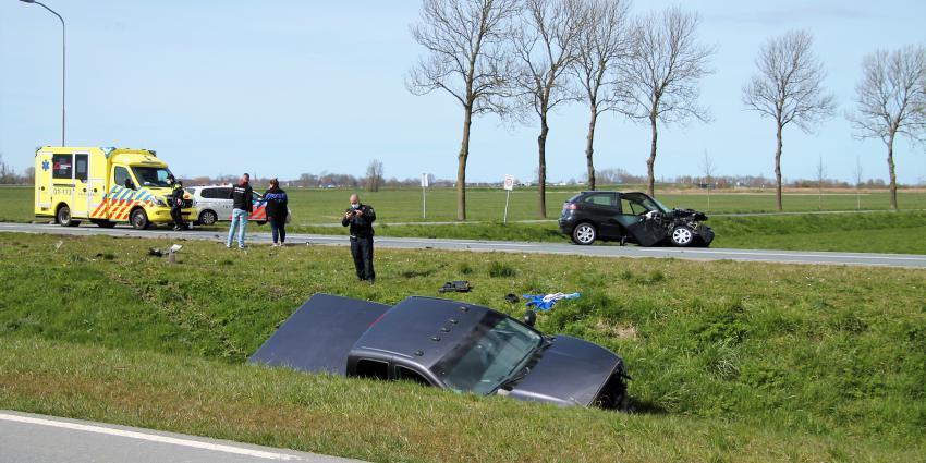Zwaar beschadigde auto's na aanrijding