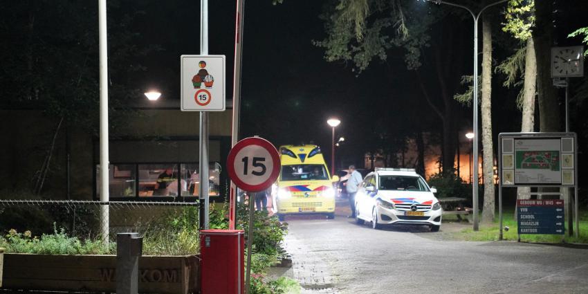 Politie en ambulance op terrein AZC
