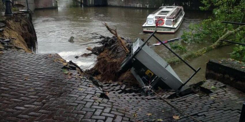 Foto van ingestorte kademuur Utrecht   Robbert de Rijk