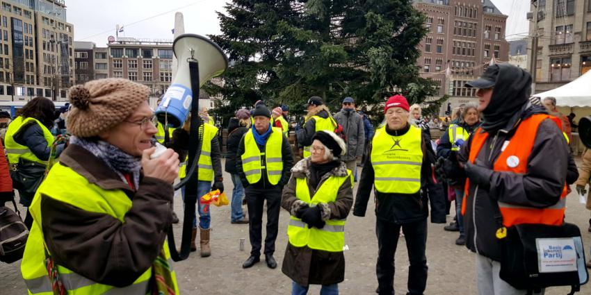 Gele hesjes demonstratie op Dam in Amsterdam