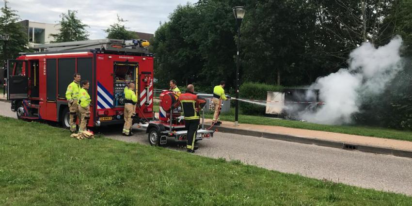 Brandweer blust brand in elektriciteitskast