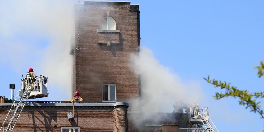 Dakbrand Amsterdam Oud Zuid snel onder controle