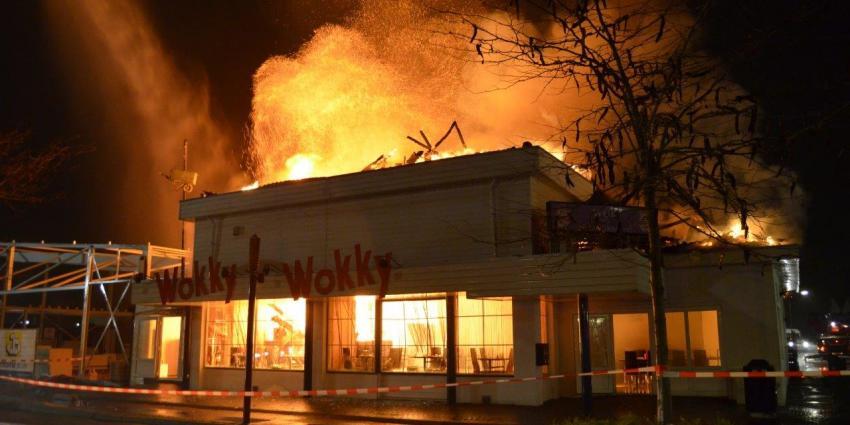 Foto van brand bij wokrestaurant in Musselkanaal | DG-fotografie | www.denniegaasendam.nl