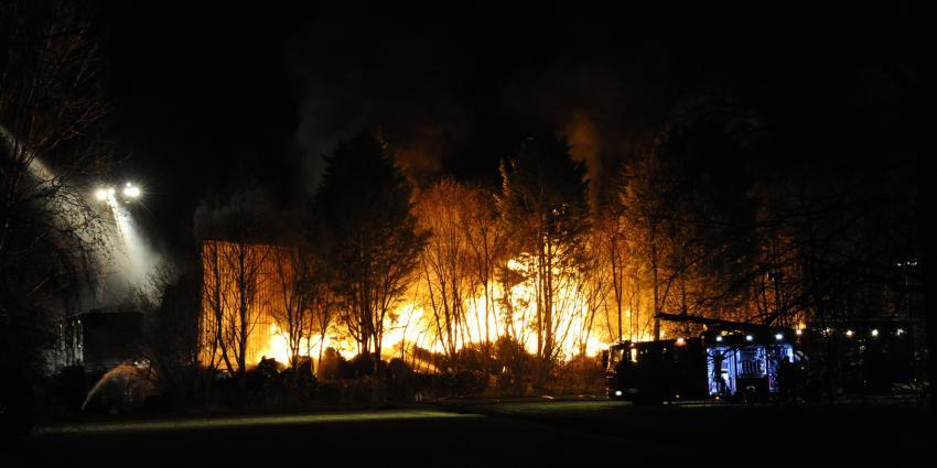 Foto van grote brand in Baarn | Fotopersbureau Groenenveld
