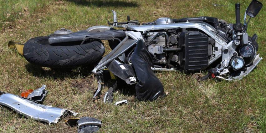Motorrijden gewond bij aanrijding met vrachtwagen