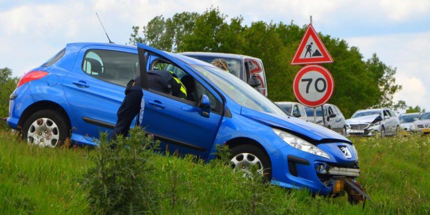 Hulpverlener helpen bij ongeval