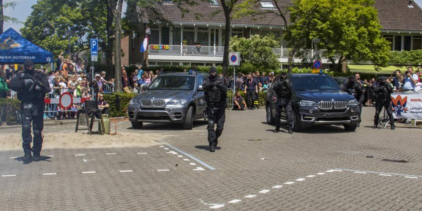 Arrestatieteam geeft demonstratie op veiligheidsdag Barendrecht