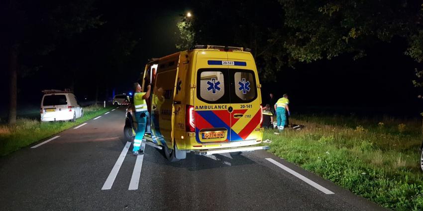 Ambulancepersoneel ontfermt zich over slachtoffer
