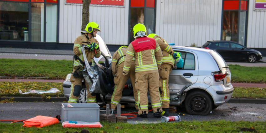 Auto over de kop geslagen na aanrijding
