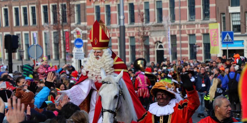 Sint krijgt warm onthaal in Amsterdam