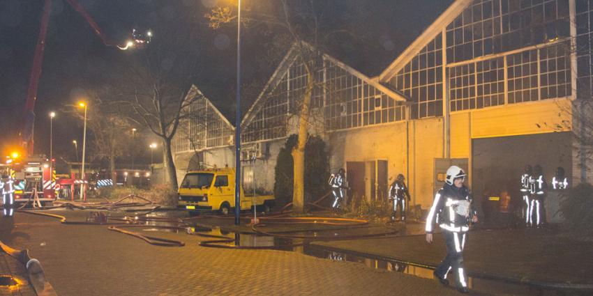 Garagebedrijf in brand Maassluis | Flashphoto | www.flashphoto.nl