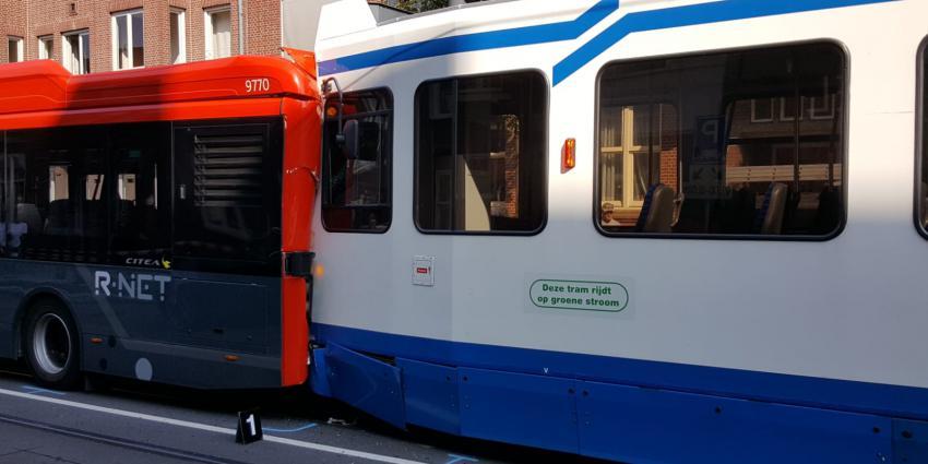 Gewonden bij aanrijding tussen tram, bus en taxi