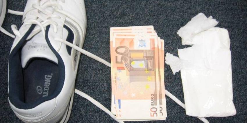 Foto van vals geld in schoenen | Kmar
