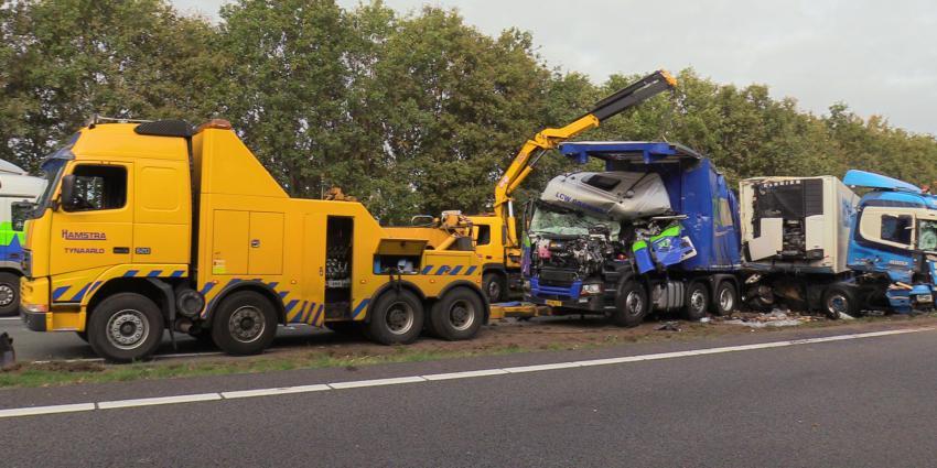 Grote ravage op A28 na aanrijding met vrachtwagens