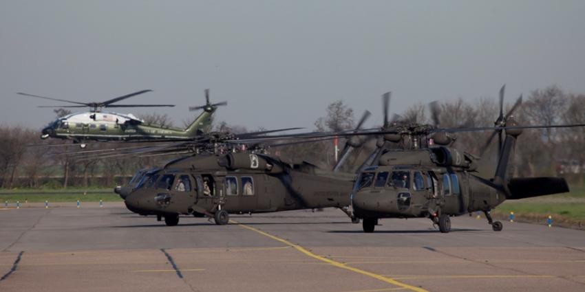 Black Hawk helikopter   Piet Luijken