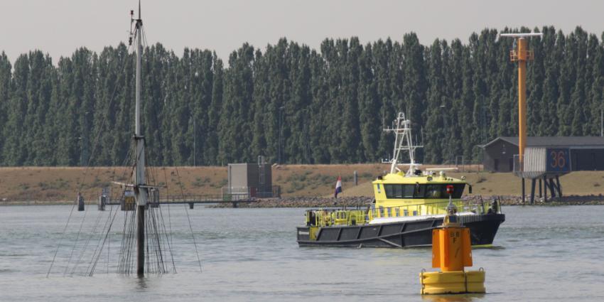 Twee schepen gezonken op de Oude Maas