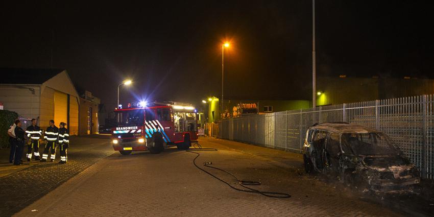 Auto uitgebrand op bedrijventerrein in Den Bosch