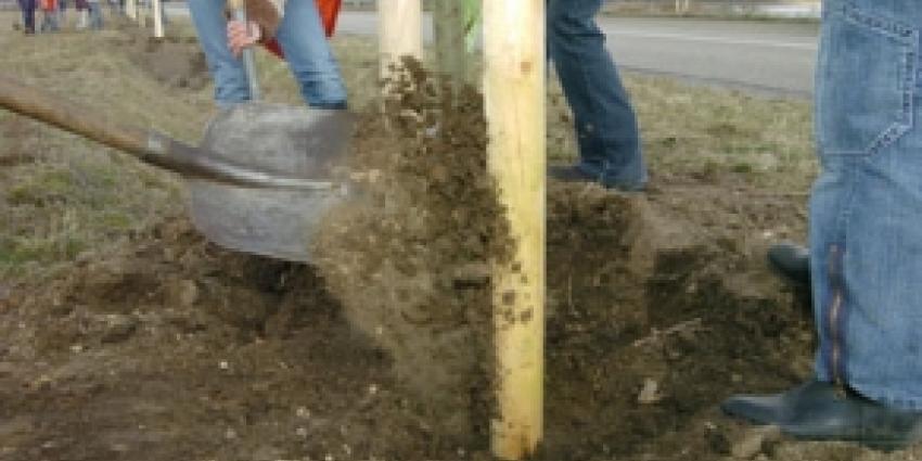 Bewoners planten bomen tegen Blankenburgtunnel